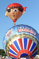 BALLONFEESTEN: JOURE: 22-07-2015, Piraatje ging als eerste de lucht in gevolgt door de Cameronballon, ©foto Martin de Jong