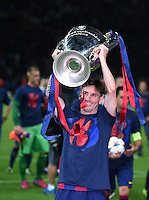 FUSSBALL  CHAMPIONS LEAGUE  FINALE  SAISON 2014/2015   Juventus Turin - FC Barcelona                 06.06.2015 Der FC Barcelona gewinnt die Champions League 2015: Lionel Messi  jubelt mit dem Pokal