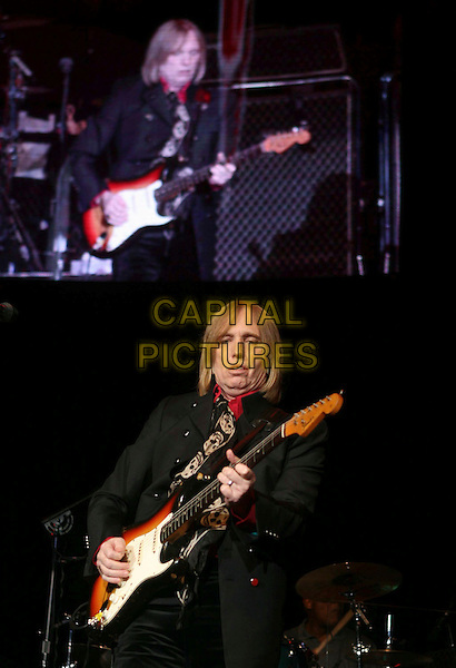 TOM PETTY.Honorary Heart Breaker Stevie Nicks performs live with  Tom Petty & The Heart Breakers at The Coors Ampitheatre in Chula Vista  ,California, USA..September 27th, 2006 .Ref: DVS.half length stage concert live gig performance music guitar.www.capitalpictures.com.sales@capitalpictures.com.©Debbie VanStory/Capital Pictures