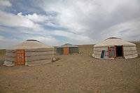 Mongolia tipica abitazione nomade, iurta, tenda mongola, deserto del Gobi<br /> <br /> Mongolian nomadic typical house, the yurt,  Gobi desert