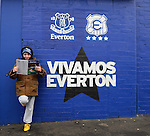 Football-Everon v Aston Villa-Barclays Premier League-Goodison Park-01/02/2014-Pictures by Paul Currie-KEEP-An everton fan reads a programme