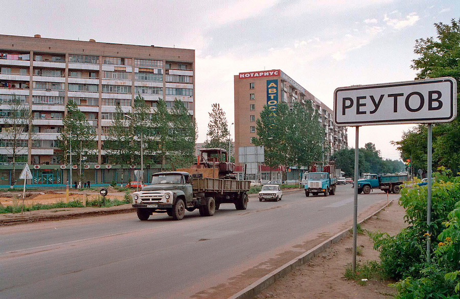 Reutov, Russia, 18/07/1998..Entrance to the town of Reutova, Russia, where Ivan Mishukov ran away to live with a pack of wild dogs.