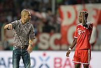 FUSSBALL       DFB POKAL 1. RUNDE        SAISON 2013/2014 BSV Schwarz-Weiss Rehden  - FC Bayern Muenchen  05.08.2013 Trainer Josep Pepp Gardiola (li) gibt David Alaba (re, beide FC Bayern Muenchen) Anweisungen