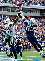 NASHVILLE, TN - NOVEMBER 23:   Keith Bulluck #53 of the Tennessee Titans knocks away a pass in the end zone thrown to Dustin Keller #81 of the New York Jets at LP Field on November 23, 2008 in Nashville, Tennessee.  The Jets defeated the Titans 34-13.  (Photo by Wesley Hitt/Getty Images) *** Local Caption *** Keith Bulluck; Dustin Keller