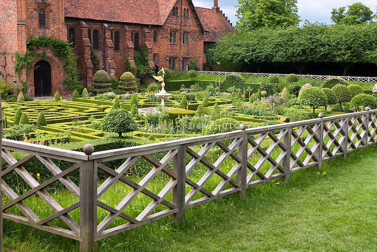 Knot & Herb Garde, Hatfield House England