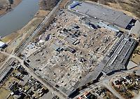IKEA Daenischburg bei Luebeck: EUROPA, DEUTSCHLAND, SCHLESWIG- HOLSTEIN, LUEBECK, (GERMANY), 26.02.2012: Abriss in großem Stil aud em  ehemaligen Villeroy & Boch-Areal in Daenischburg. Das 190 000 Quadratmeter grosse Grundstueck gehoert jetzt Ikea, und der schwedische Moebelriese will so bald wie moeglich bauen, um im August 2013 dort Eroeffnung feiern zu koennen..Insgesamt werden 109 Hallen, Gebaeude und Schuppen abgerissen werden.