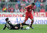 FUSSBALL   1. BUNDESLIGA  SAISON 2011/2012   21. Spieltag FC Bayern Muenchen - 1. FC Kaiserslautern       11.02.2012 Thanos Petsos (li, 1. FC Kaiserslautern)  gegen Jerome Boateng (FC Bayern Muenchen)