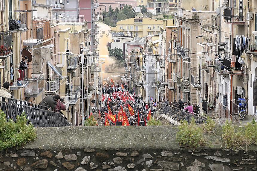 Termini Imerese during FIAT  factory workers' strike called by unions against the closure of the factory. <br /> Termini Imerese durante una manifestazione indetta dalla FIOM contro la chiusura della fabbrica.