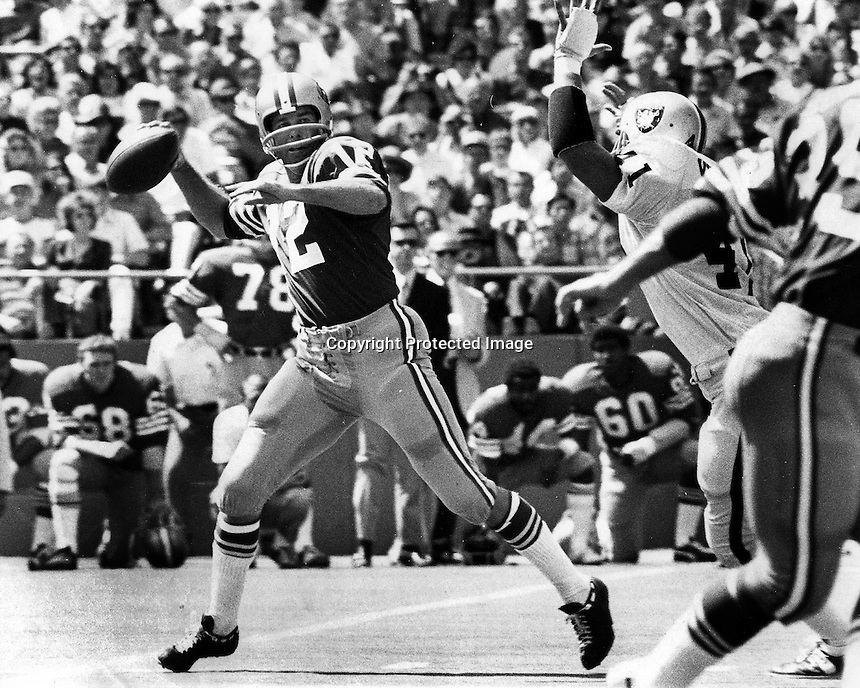 San Francisco 49er quarterback John Brodie against the Oakland Raiders (photo/Ron Riesterer)