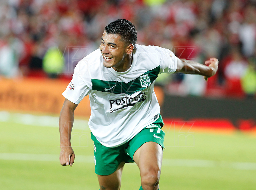 BOGOT&Aacute; -COLOMBIA, 17-07-2013.  Duque  jugador del Atl&eacute;tico Nacional   celebra su gol contra  el Independiente Santa Fe, correspondiente al partido por la final de la Liga Postob&oacute;n , jugado en el estadio Nemesio Camacho El Camp&iacute;n de la capital / Duque Atletico Nacional celebrates his goal against Independiente Santa Fe, corresponding to the game that Postob&oacute;n League final, played at the Estadio Nemesio Camacho El Campin in the capital <br /> . Photo: VizzorImage/ Felipe Caicedo/ STAFF