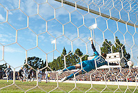 Santa Clara, Ca - Sunday, October 21, 2012: The  San Jose Earthquakes tied the LA Galaxy 2-2 at Buck Shaw Stadium. Jose Saunders reaches for a Marvin Chavez goal.