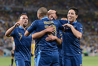 FUSSBALL  EUROPAMEISTERSCHAFT 2012   VORRUNDE Ukraine - Frankreich               15.06.2012 Torjubel: Franck Ribery, Karim Benzema, Samir Nasri (v.l., alle Frankreich)