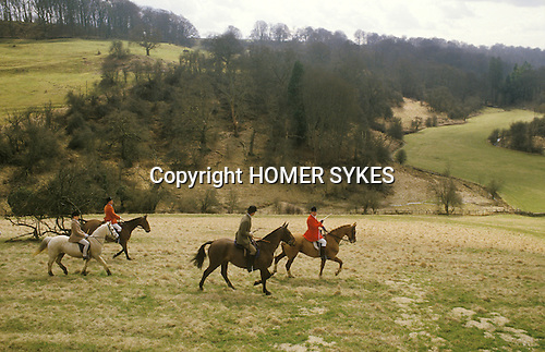 The Vale of White Horse an English premier hunt based in Wiltshire. Foxhunting Fox hunting with hounds ..