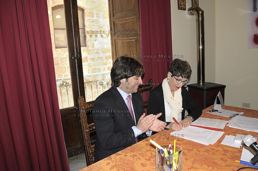 Ferrandelli e Monastra, in conferenza stampa per annunciare la loro alleanza: INSIEME PER IL BENE COMUNE DELLA CITTAâ. La Monastra lancia un appello agli altri candidati per accettare il verdetto delle primarie.