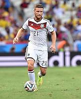 FUSSBALL WM 2014  VORRUNDE    GRUPPE G     Deutschland - Ghana                 21.06.2014 Shkodran Mustafi (Deutschland) am Ball