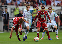 Fussball 2. Bundesliga:  Saison   2012/2013,    3. Spieltag  1. FC Kaiserslautern - TSV 1860 Muenchen   26.08.2012 (v. li.) Dominique Heintz (1. FC Kaiserslautern) gegen Benjamin Lauth (1860 Muenchen) gegen Ariel Borysiuk (1. FC Kaiserslautern)