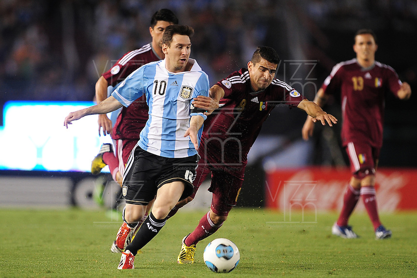 BUENOS AIRES - ARGENTINA -22-03-2013: Lionel Messi (Izq.) de Argentina disputa el balón con Tomas Rincon (Der.) de Venezuela durante  partido Argentina - Venezuela en el Estadio Monumental de River  Plate en la ciudad de Buenos Aires, marzo 22 de 2013. Partido de la 11 ª fecha de las Clasificatorias Sudamericanas para la Copa Mundial de la FIFA Brasil 2014. (Foto: Photogamma / Javier Garcia / VizzorImage). Lionel Messi (L) of Argentina figths the ball with Tomas Rincon (R) of Venezuela during a match Argentina - Venezuela at the Monumental Stadium of River Plate  in Buenos Aires city, on March 22, 2013. Game of the 11th round of the South American Qualifiers for the FIFA World Cup Brazil 2014. (Photo: Photogamma / Javier Garcia / VizzorImage )