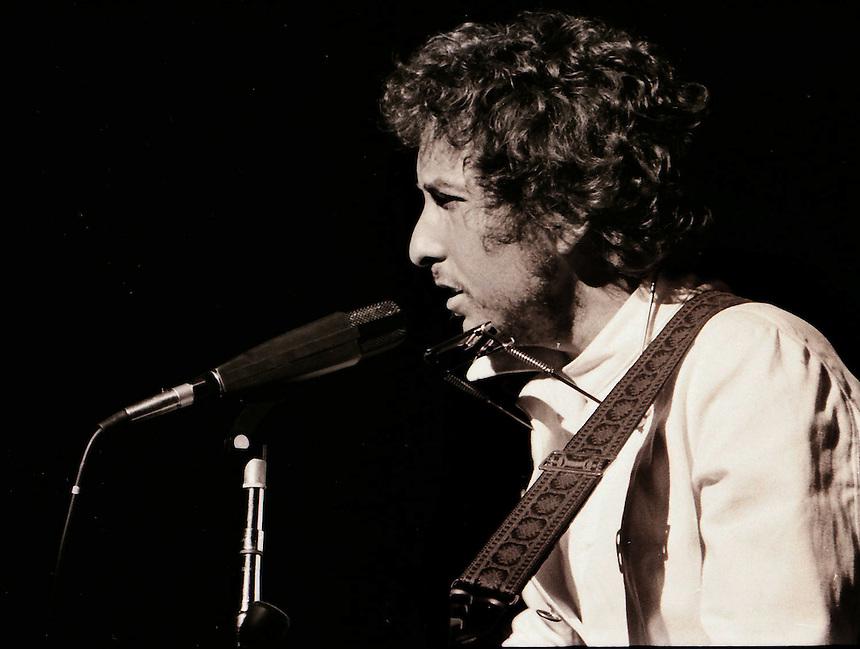 Bob Dylan's 1974 come back tour. Chicago Stadium