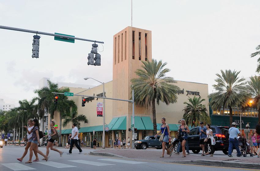 Miami Beach Street Scene Washington Avenue At Lincoln