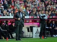 Fussball Bundesliga Saison 2011/2012 9. Spieltag FC Bayern Muenchen - Hertha BSC Berlin Trainer Jupp HEYNCKES (FCB) lautstark an der Seitenline.
