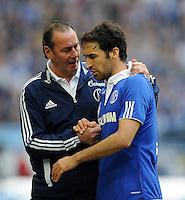FUSSBALL   1. BUNDESLIGA   SAISON 2011/2012   29. SPIELTAG FC Schalke 04 - Hannover 96                                08.04.2012 Trainer Huub Stevens (li) und Raul (re, beide FC Schalke 04)