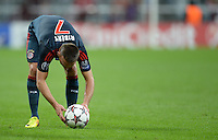 FUSSBALL   CHAMPIONS LEAGUE   SAISON 2013/2014   Vorrunde FC Bayern Muenchen - ZSKA Moskau       17.09.2013 Franck Ribery (FC Bayern Muenchen) legt sich den Ball fuer den Freistsoss zurecht