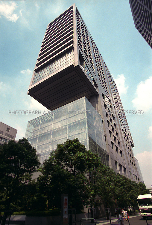 9/22/2002--Tokyo, Japan..The headquarters of Shinsei Bank, formerly the Long Term Credit Bank of Japan...All photographs ©2003 Stuart Isett.All rights reserved.This image may not be reproduced without expressed written permission from Stuart Isett.