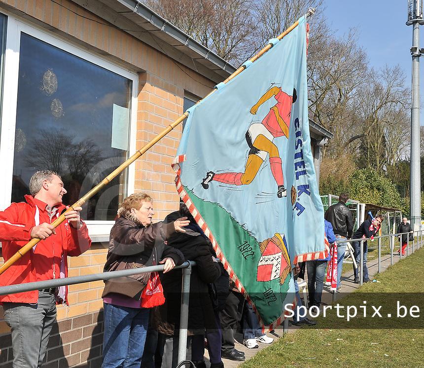 KEG Gistel : meegereisde supporters voor de kampioenenwedstrijd.foto VDB / BART VANDENBROUCKE