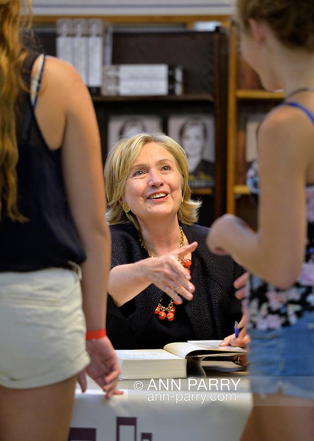 Hillary Clinton, Book Revue