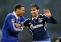FUSSBALL   1. BUNDESLIGA   SAISON 2011/2012    17. SPIELTAG FC Schalke 04 - SV Werder Bremen                            17.12.2011 Jermaine Jones (li) und Raul (re, beide FC Schalke 04) freuen sich nach dem Abpfiff