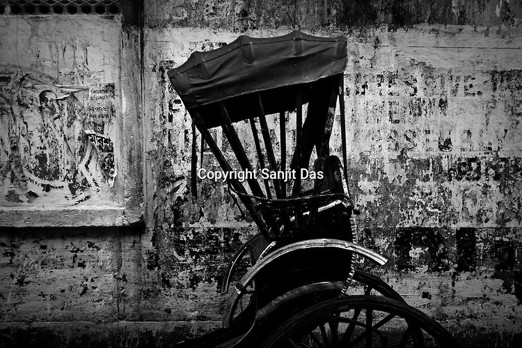 93 out of every 100 rickshaw pullers are homeless. They sleep after the city sleeps and wake up before everyone else does. Many of them are the sole bread earners for their family. Many plus 40. Many minus any other specialisation for any other job. Of the twenty four thousand rickshaw pullers, only 387 have licenses. .Many rickshaw pullers earn a meagre wage of 100-150 rupees (US $ 2.25-3.5) a day of which they have to give a daily rickshaw rent of 60 (US$ 1.35) rupees to the agent at the end of the day.