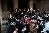 Roma 17 Marzo 2011.Festa dei 150 anni dell'Unita' d'Italia.Ricordo di Goffredo Mameli  organizzato dal Municipio Roma III con  deposizione di una corona di fiori al Monumento funebre a Mameli. Riflessioni, lettura e canti su Risorgimento e Resistenza.La banda musicale del dopolavoro ferroviario di Roma e i musicanti della scuola media Borsi  eseguono  l'Inno di Mameli. Le parole dell'inno di Mameli sono tradotte in LIS (Lingua dei Segni Italiana) a cura dell'Accademia Europea Sordi.Rome March 17, 2011.Celebration To Mark 150th Anniversary Of Unification Italy.In memory of  Goffredo Mameli, organized by the Municipality of Rome III, deposition with a wreath at the Monument to Mameli. Reflections, reading and singing about the Risorgimento and the Resistance.
