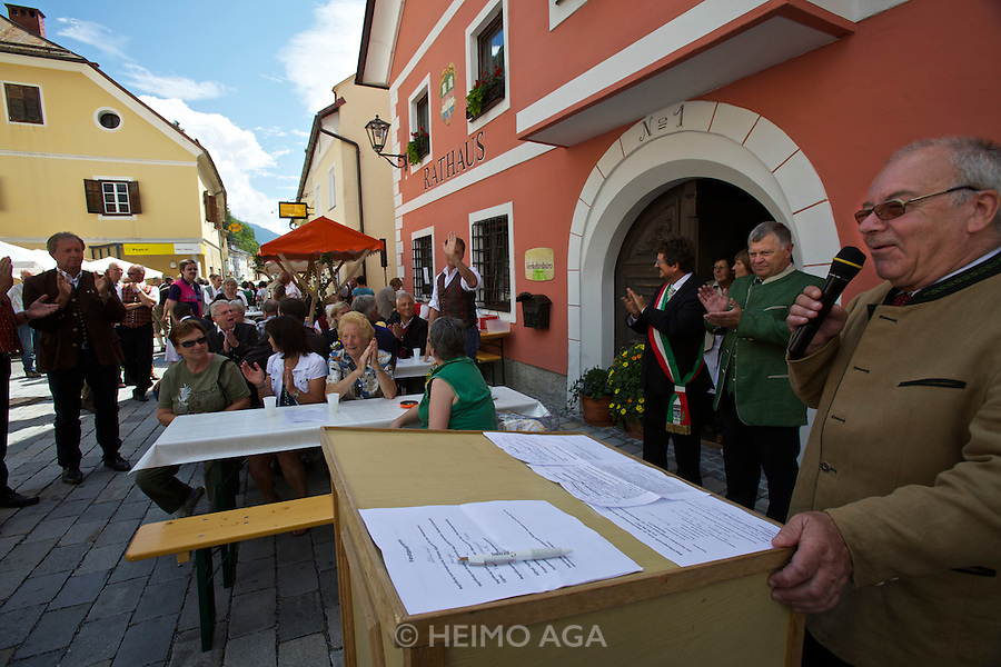 Kärntnernudelfest (Carinthian Dumplings Festival) in Oberdrauburg 2011. Franz Gasparro, Vice-President of the Kärntnernudel Association, holding opening speech.