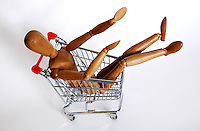 Manichino nel carrello della spesa, simbolo dell' aumento dei prezzi..Dummy in the shopping cart, the symbol of increase price..