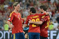 FUSSBALL  EUROPAMEISTERSCHAFT 2012   VIERTELFINALE Spanien - Frankreich      23.06.2012 Fernando Torres (li) Santi Cazorla (Mitte) Xabi Alonso (re, alle Spanien) jubeln nach dem 2:0 xxNOxMODELxRELEASExx