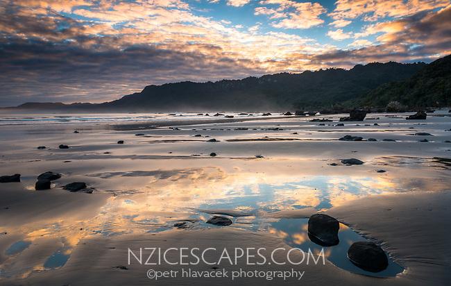 Sunrise at Woodpacker Bay near Punakaiki, Paparoa National Park, Buller Region, West Coast, New Zealand, NZ