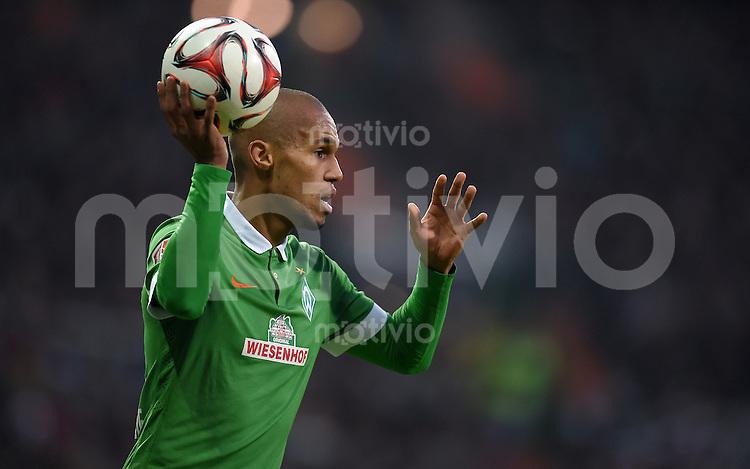 FUSSBALL   1. BUNDESLIGA   SAISON 2014/2015   15. SPIELTAG SV Werder Bremen - Hannover 96                         13.12.2014 Theodor Gebre Selassie (SV Werder Bremen)