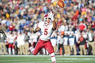 Annapolis, MD - December 3, 2016: Temple Owls running back Jahad Thomas (5) drops a pass during game between Temple and Navy at  Navy-Marine Corps Memorial Stadium in Annapolis, MD.   (Photo by Elliott Brown/Media Images International)