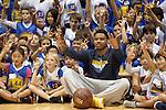 Kent Bazemore visits Warriors Basketball Camp