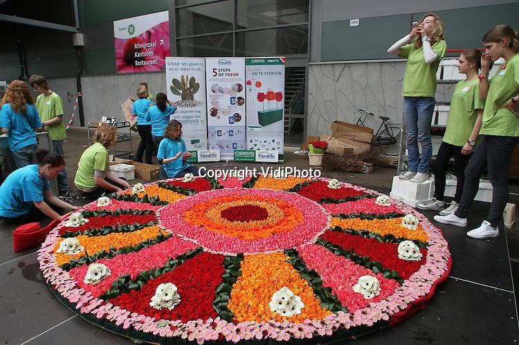 Grootste bloementaart ter wereld vidiphoto - Spiegelhuis van de wereld ...