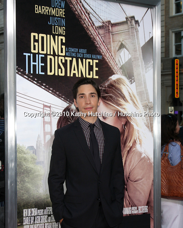 """LOS ANGELES - AUG 23:  Justin Long arrives at the """"Going the Distance"""" Los Angeles Premiere at Grauman's Chinese Theater on August 23, 2010 in Los Angeles, CA"""