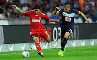 1. Oktober 2011: Berlin, Olympiastadion: Fussball 1. Bundesliga, 8. Spieltag: Hertha BSC - 1. FC Koeln: Berlins Aenis Ben-Hatira (blau) gegen Koelns Adli Chihi (rot).