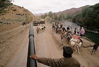 Soldiers of the warlord Ahmad Shah Massoud running a way from Bamiyan after a defeat from the local Hazara Mujahedins of the Hezb e Wahdat Islami of Karim Kalili. Thousand of ethnic Tadzhik how came with Massoud soldiers to still the Hazara house and land, have flee that day to..Hazarajat, Afghanistan.