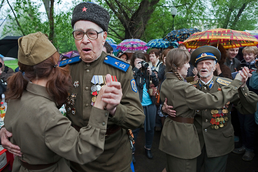 Moscow, russia, 09/05/2012..cossack army veterans dancing with women