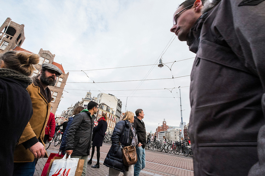 Nederland, Amsterdam, 13 dec 2014<br /> Winkelend publiek op het Koningsplein<br /> Foto: (c) Michiel Wijnbergh