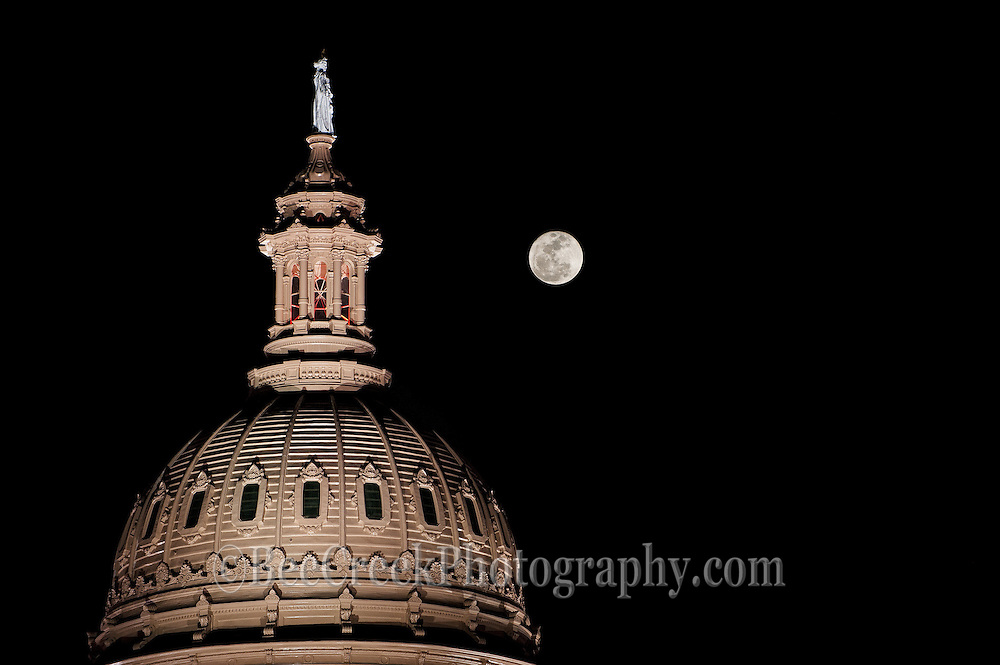 Full Moon/Super Moon at perigee over the Texas Capitol