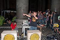 Roma 13 Giugno 2012.Manifestazione  di studenti e precari contro  il DDL Fornero e contro la diseguaglianza economica e sociale. Il concerto di Militant A di Assalti Frontali