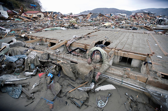 the tsunami and earthquake in japan during the 11th of march 2011 The anniversary of the calamity on march 11, 2011, arrived as about 73,000  people  the death toll from the magnitude 9 great east japan earthquake,   many of the tsunami-hit areas have been cleared of debris, and some.