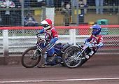 Arena Essex Hammers vs Coventry Bees - Skybet Elite League 'B' - 01/06/05 - Heat 3 - Leigh Lanham (blue) collides with Arena team-mate and debutant Sergey Darkin (red) - (Gavin Ellis 2005)