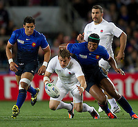 Rugby World Cup Auckland  England v France  Quarter Final 2 - 08/10/2011. Mark Cuerto  (England) being challenged for the ball by  Thierry Dusautoir  (France).Photo Frey Fotosports International/AMN Images